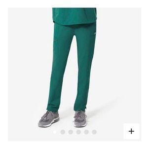 Figs hunter women's scrubs in hunter green XS
